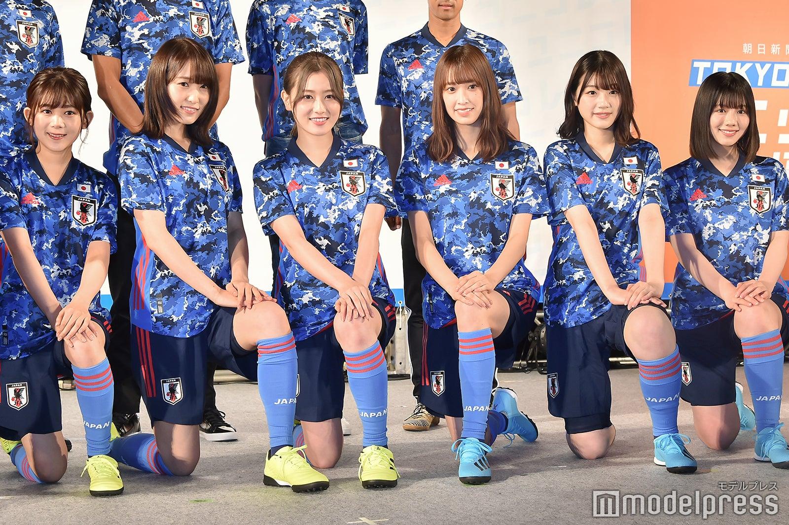 「普段より脚見せ」欅坂46&日向坂46がサッカー日本代表新ユニホーム姿を披露!佐々木久美「久保選手がカッコいい」