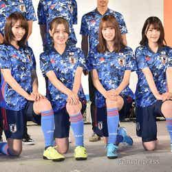 モデルプレス - 欅坂46&日向坂46「普段より脚が…」サッカー日本代表新ユニホーム姿を披露