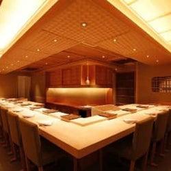 神楽坂で隠れ家デート。本格江戸前鮨とシャンパーニュ&ワインを堪能しよう!