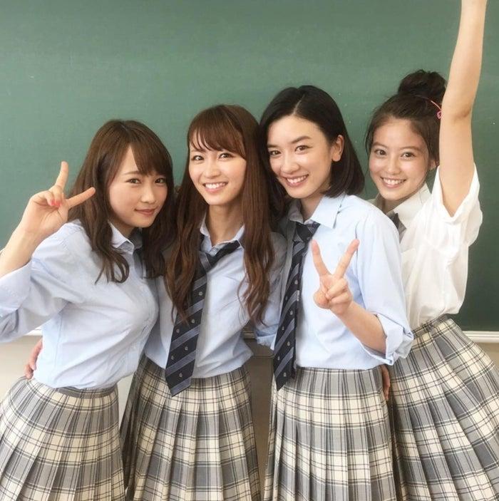 (左から)川栄李奈、岡崎紗絵、永野芽郁、今田美桜(画像提供:関西テレビ)