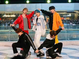 """""""BTSの弟分""""TOMORROW X TOGETHER、噴水広場にファン集結 日本語トークで盛り上げる"""