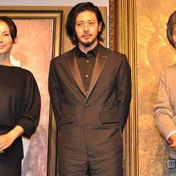 (左から)中谷美紀、オダギリジョー、小栗康平監督(C) 2015「FOUJITA」製作委員会/ユーロワイド・フィルム・プロダクション