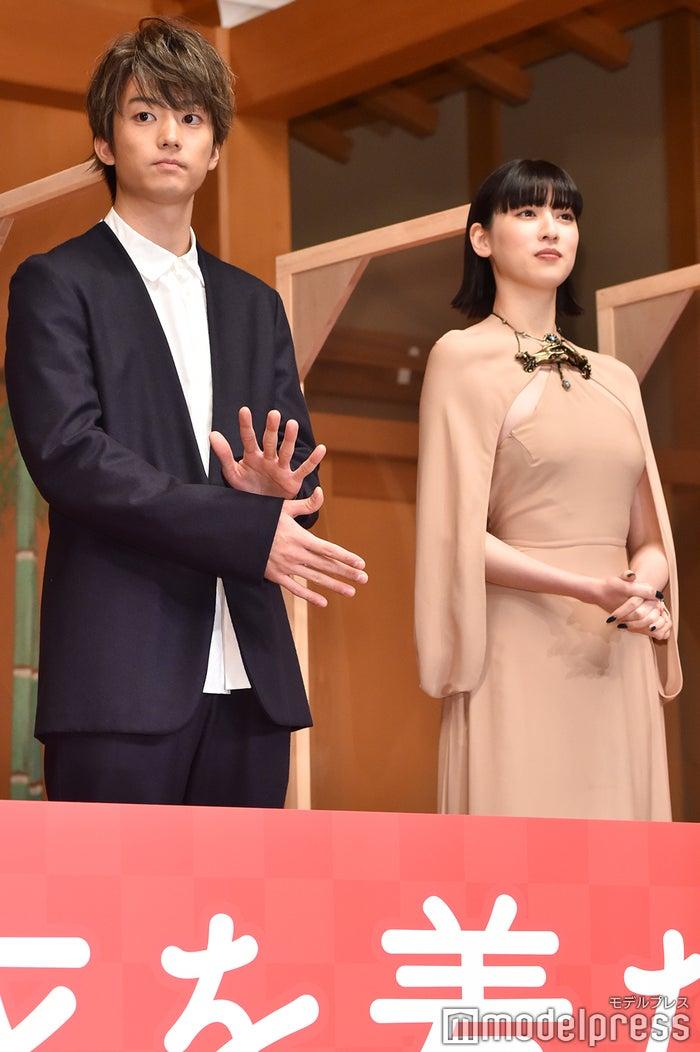 伊藤健太郎、三吉彩花 (C)モデルプレス