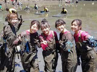 AKB48、泥だらけになり奮闘