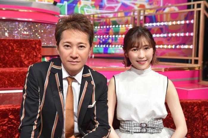 (左から)中居正広、渡辺麻友(C)TBS