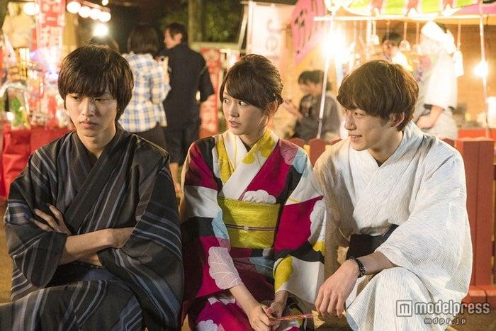 (左から)山崎賢人、桐谷美玲、坂口健太郎(C)2015 映画「ヒロイン失格」製作委員会