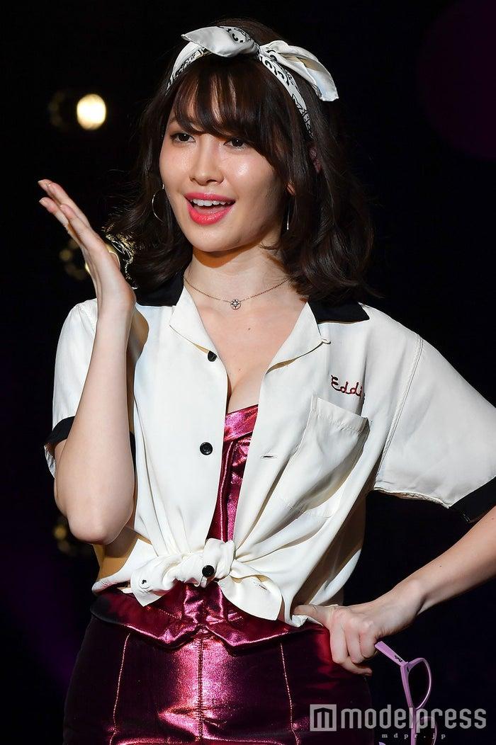 日本一のファッション雑誌『sweet』(宝島社)イベント「sweet collection 2017」に登場した小嶋陽菜(C)モデルプレス