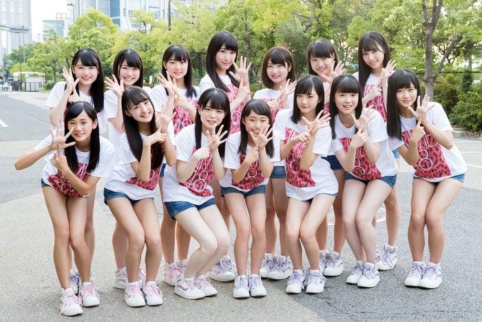 NMB48・6期研究生/(前列左から)大段、岡本、小川、北村、小林、貞野、菖蒲(後列左から)新澤、出口、南波、原、堀ノ内、三宅、横野(C)NMB48