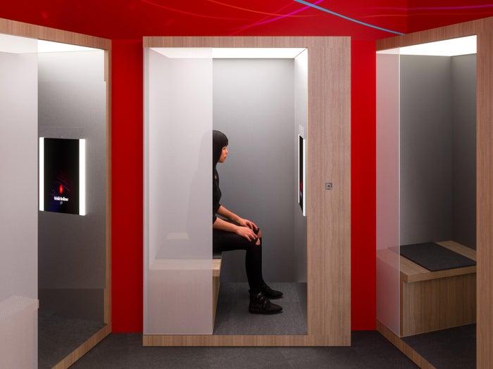 鏡の前に座るだけで肌分析ができる「スキン スキャン」 ※イメージ画像