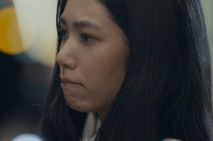 泣いている阿部純子