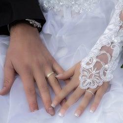 付き合う前に手を繋いでくる男性の心理5選 これって脈あり?