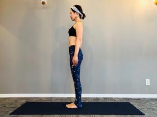 【山のポーズ】姿勢改善と体幹トレーニングに効果的なヨガのやり方