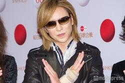 X JAPAN・YOSHIKI、「紅」でドラム復帰 最後はピースサイン<紅白本番>
