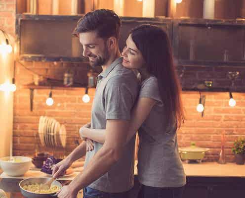 か、可愛い… 同棲中の彼氏をメロメロにする彼女の「モテ仕草」4選♡