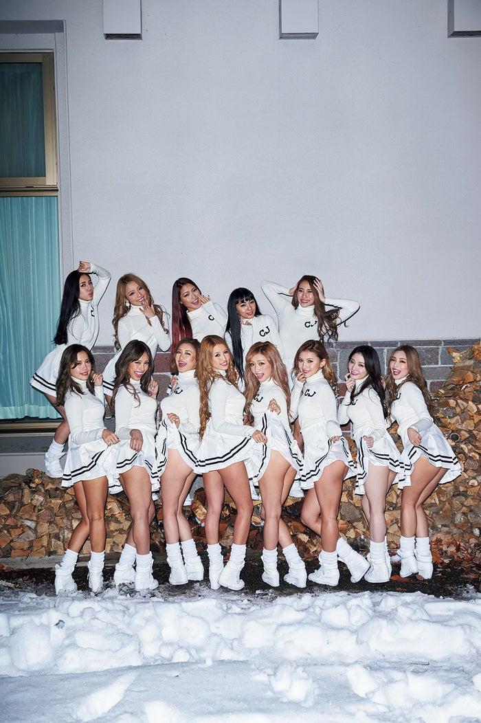 CYBERJAPAN DANCERS『HOLYDAY★GALS』より(写真提供:宝島社)