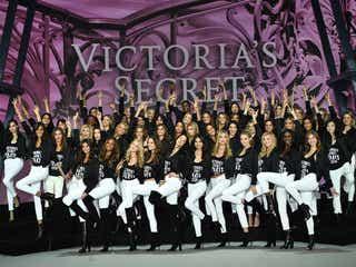 「ヴィクトリアズ・シークレット」ショー開幕直前、エンジェルズが専用ジェットでフランス・パリに到着