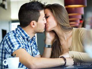 カラオケでキスしてくる男性心理と対応法 え、今何でしてきたの…?