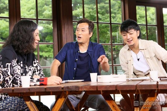 左から:又吉直樹(ピース)、大鶴義丹、上地雄輔/画像提供:関西テレビ