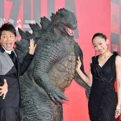 (左から)岡田圭右、安藤美姫