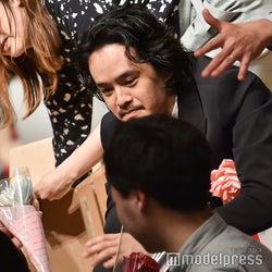 """池松壮亮の""""ファンサ""""に観客うっとり 受賞スピーチでも沸かす<第41回ヨコハマ映画祭>"""
