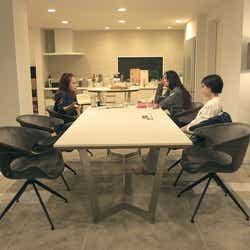 莉咲子、春花、香織「TERRACE HOUSE TOKYO 2019-2020」7th WEEK(C)フジテレビ/イースト・エンタテインメント