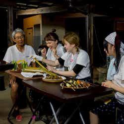 古民家で昔ながらの和食作りに挑戦(写真提供:MBS)