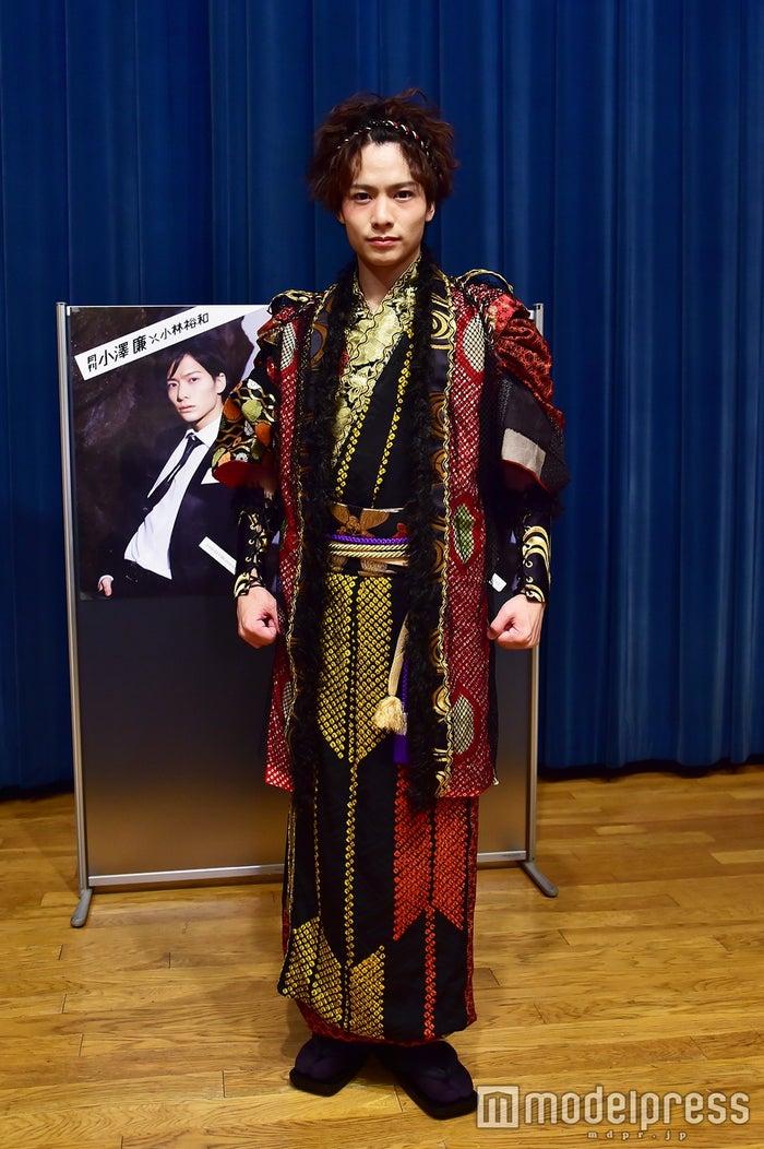 和太鼓ショットの衣装で登場(C)モデルプレス