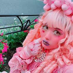 モデルプレス - ピンク肌の女性・millnaさんが「他人の目が気になって、着たい服が着られない」お悩みにアンサーする動画に反響「めちゃくちゃ共感」「元気出た」