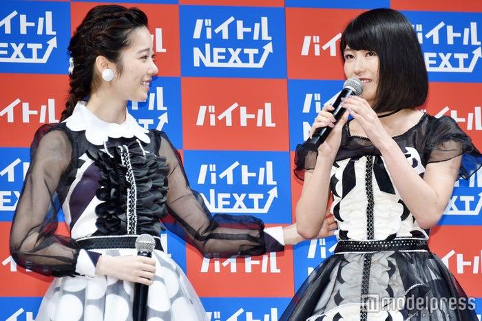 新CM発表会に出席した島崎遥香、横山由依(C)モデルプレス