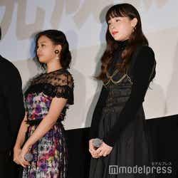 箭内夢菜、モトーラ世理奈 (C)モデルプレス