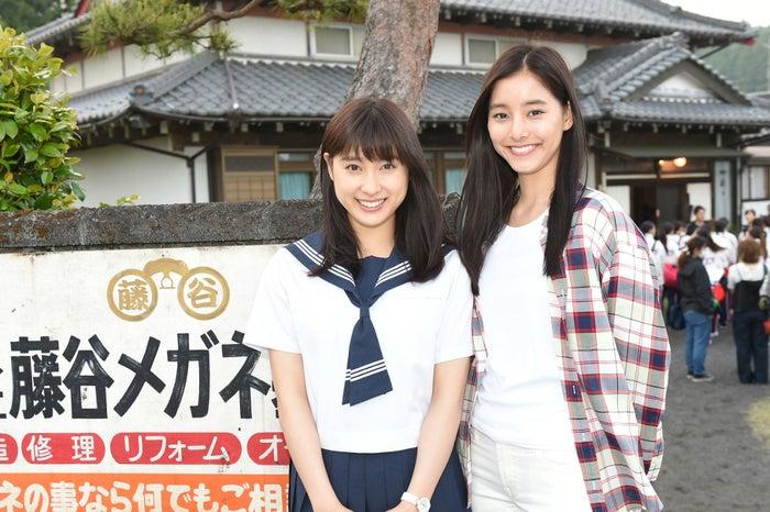 土屋太鳳、新木優子(C)TBS