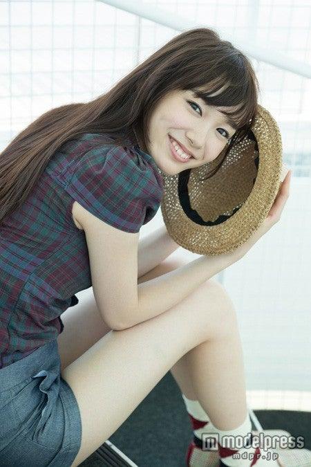 8月1日発売の雑誌「Seventeen」9月号より専属モデルに加入する飯豊まりえ