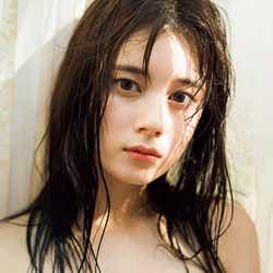 モデルプレス - 「キュウレンジャー」大久保桜子、たわわバストの黒ビキニで珠玉美