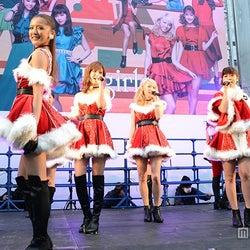 E-girls、サンタ姿でサプライズ降臨 3000人熱狂
