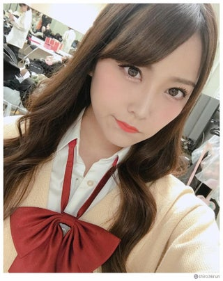 NMB48白間美瑠、制服ショット公開で絶賛の声