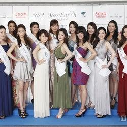 「ミス・アース・ジャパン」ファイナリスト15名、華やかなドレスで美の競演