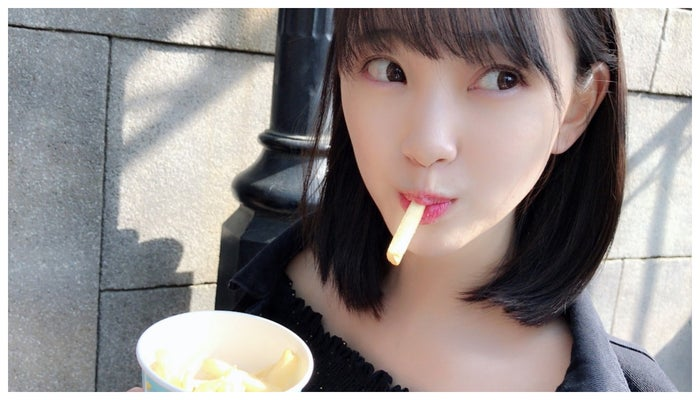 堀未央奈「#彼女がずっとポテト食べてるなう」/堀未央奈オフィシャルブログより