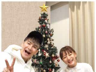 """JOY&わたなべ麻衣夫妻、""""5日遅れのクリスマス家族写真""""に「ラブラブすぎる」「理想の夫婦」の声"""