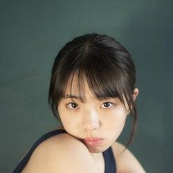 「ミスマガジン2020」菊地姫奈、現役JKのリアルな制服&スク水姿で魅了