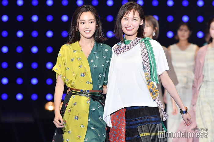 「TGC2019S/S」に出演した桐谷美玲、大政絢 (C)モデルプレス