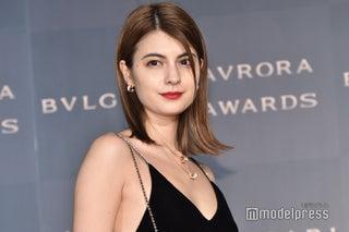 マギー、胸元ざっくり ブラックドレスで色気たっぷり<BVLGARI AVRORA AWARDS 2018>