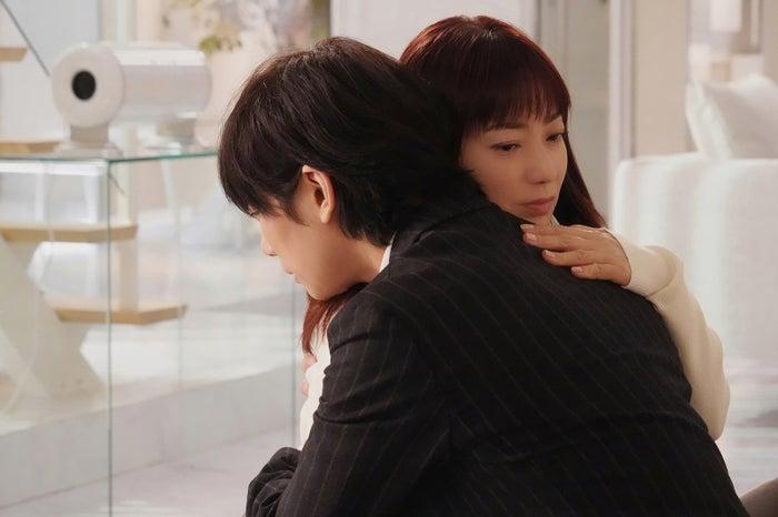 菅野美穂、川上洋平 「ウチの娘は、彼氏が出来ない!!」第4話より(C)日本テレビ
