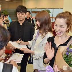 モデルプレス - 藤井リナ&八木アリサら、台湾ファン殺到で熱烈歓迎 ファンサービスに歓喜