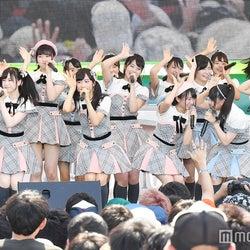 AKB48チーム8、16人で「TOKYO IDOL FESTIVAL 2017」2年目 「ファーストラビット」ほか堂々7曲でフレッシュに魅了<セットリスト>