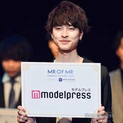新納侃さん(C)モデルプレス