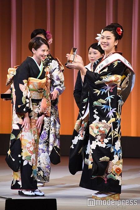 左から:河北麻友子、松田和佳さん(C)モデルプレス