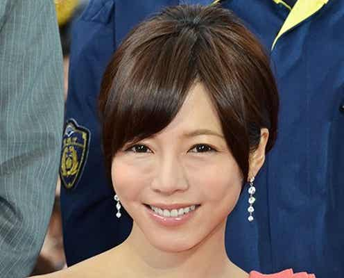 釈由美子、胸元セクシードレスで登場「ギャップを楽しんで」