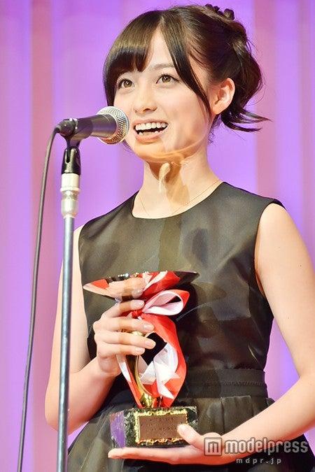 「第26回 日本ジュエリーベストドレッサー賞」を受賞した橋本環奈【モデルプレス】
