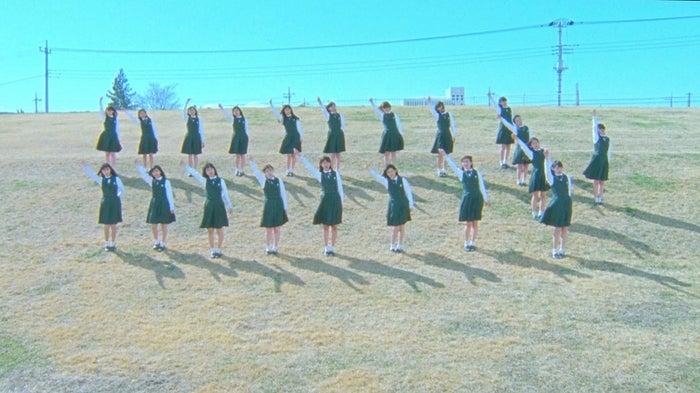 「W-KEYAKIZAKAの詩」MVより(画像提供:ソニー・ミュージックレーベルズ)