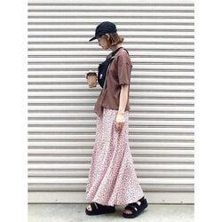 人気のマキシスカートはTシャツでシンプルおしゃれに! 旬のきれいめカジュアルコーデ10選